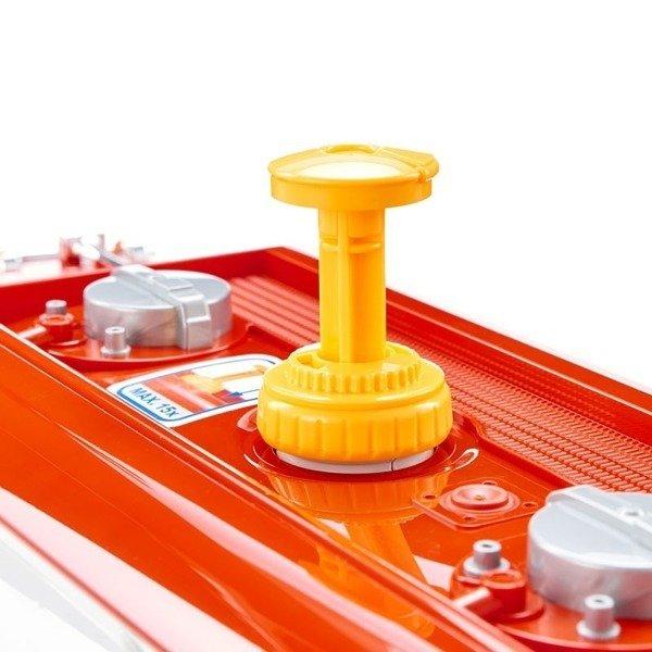 Bruder 02827 Mack z cysterną  do transportu paliwa